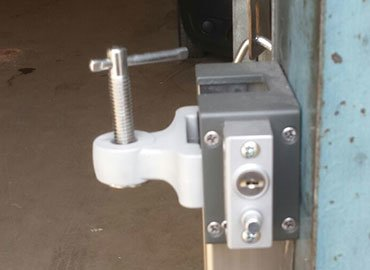 Lockable pressing clamps